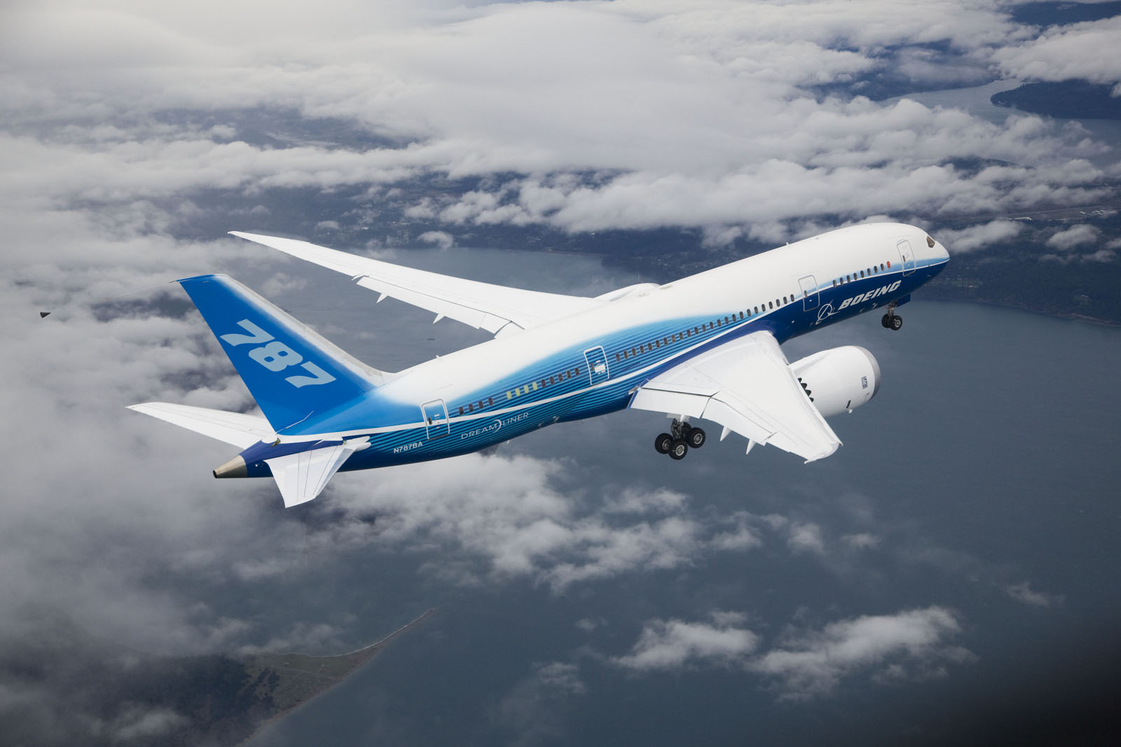 The Boeing 787 Dreamliner is an aircraft that uses composite materials